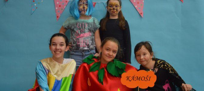 Karnevalový rej zaplnil tělocvičnu školy